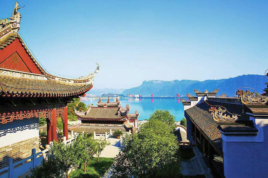 Hometown of Qu Yuan Offers a view of Three Gorges Dam